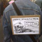 """Un homme sandwich avec selon lui une extémité fatale pour une """"réforme injuste et dure"""""""