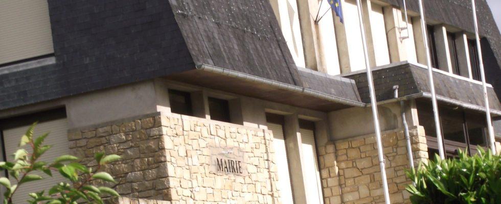 """La mairie de Saint-Berthevin, le fief de Yannick Borde. En 2008, il se fait réélir avec comme slogan """" une dynamique au service de notre ville"""" - (c)leglob-journal.fr"""