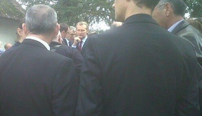 Le député socialiste Guillaume Garot tout au centre de la photo (C) leglob-journal