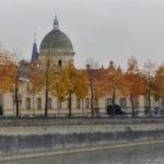 Une vue panoramique - à la manière d'une aquarelle - du site de Saint-Julien en plein centre-ville de Laval