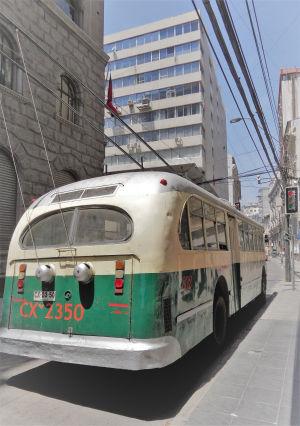 L'un des trolley-bus qui circulent à Valparaiso,
