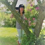 Avant d'être élue députée, Géraldine Bannier dans le jardin de ses parents en Mayenne